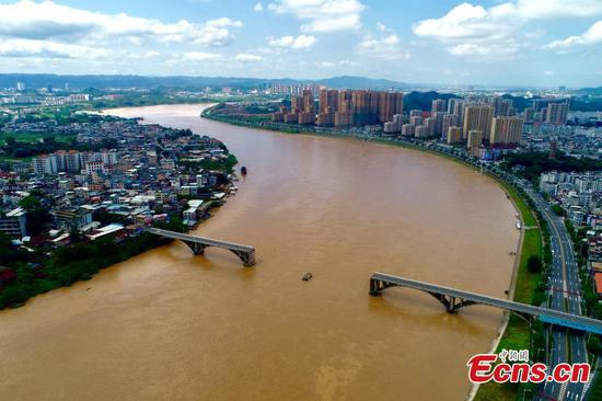 Two cars fall into river after bridge collapse in Guangdong