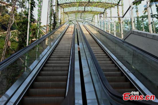 Chongqing opens escalators on mountain slope