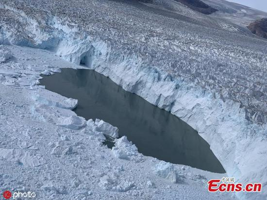 Greenland's ice faces melting 'death sentence'