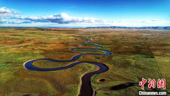 "Water of Sanjiangyuan flows across QInghai Province. Sanjiangyuan, which means ""source for three rivers,"" is home to the headwaters of the Yangtze, Yellow and Lancang. (Photo provided to China News Service)"