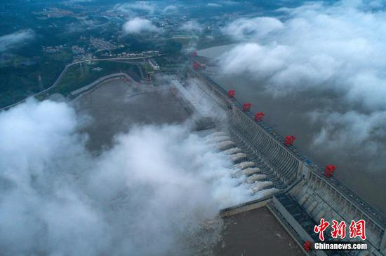 Three Gorges reservoir receives record water flow